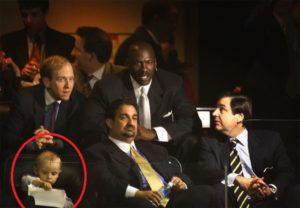 Michael Jordan in tribuna con la piccola Katie Ledecky