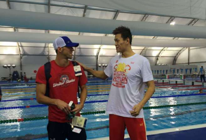 "E Sun Yang ""punta"" Michael Phelps"