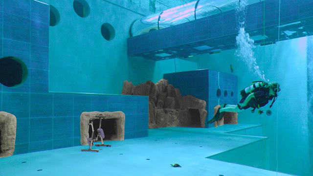 una piscina a strapiombo sulle dolomiti swimbiz