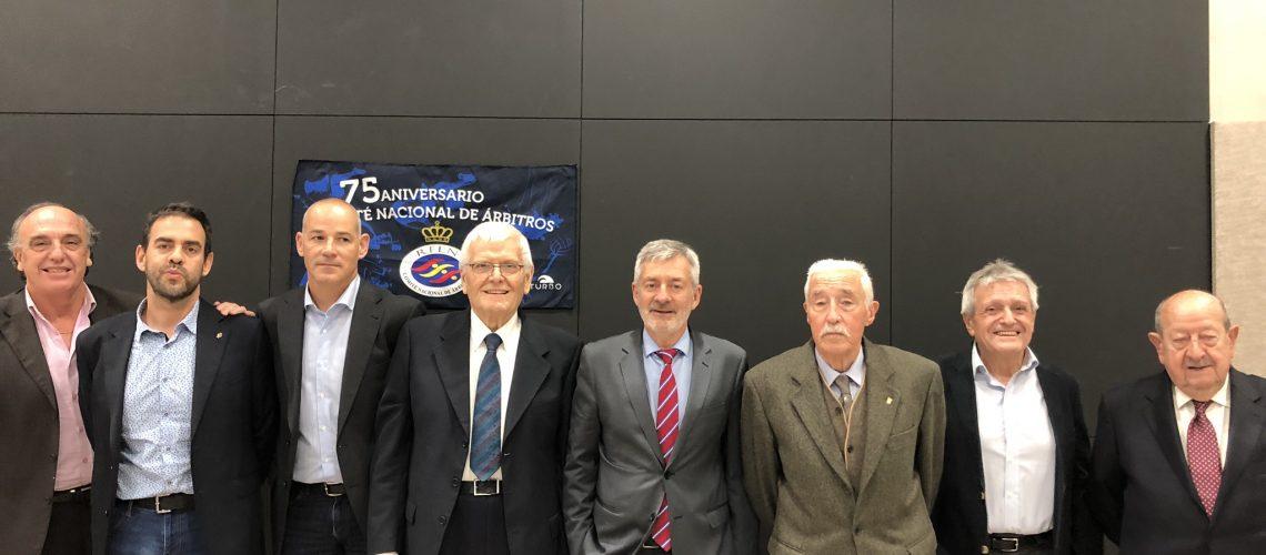 75° anniversario del Comité Nacional de Árbitros. Al centro, il Presidente Rfen Fernando Carpena Perez e l'italiano Mario Pampiglione