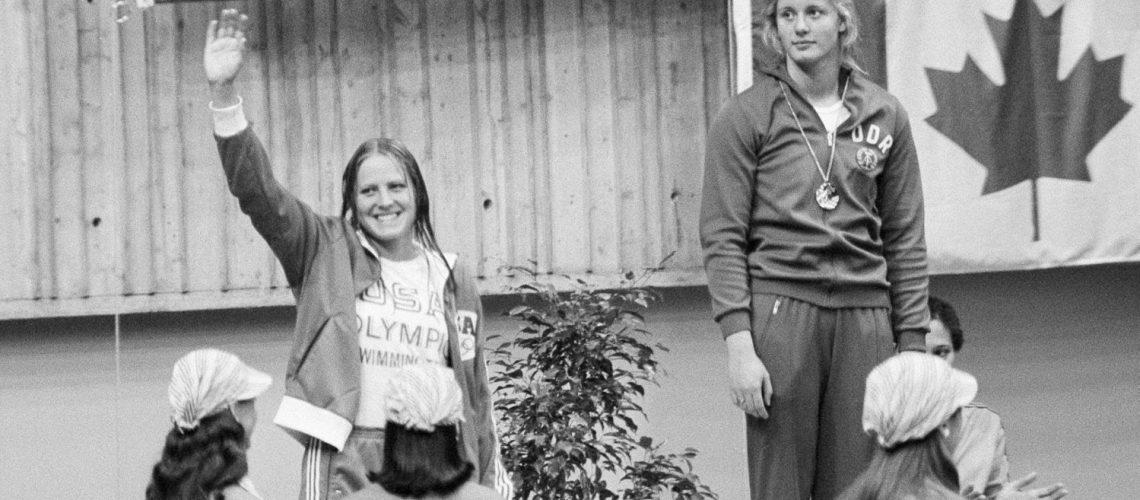 Shirley Babashoff (sx) ai Giochi di Montreal 1976. Sul gradino più alto, Kornelia Ender della Ddr