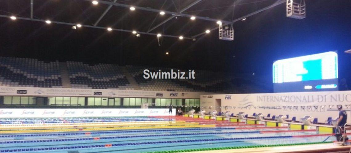 Lo stadio del nuoto di Roma di sera
