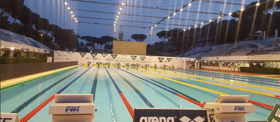 Lo Stadio del Nuoto dopo il tramonto