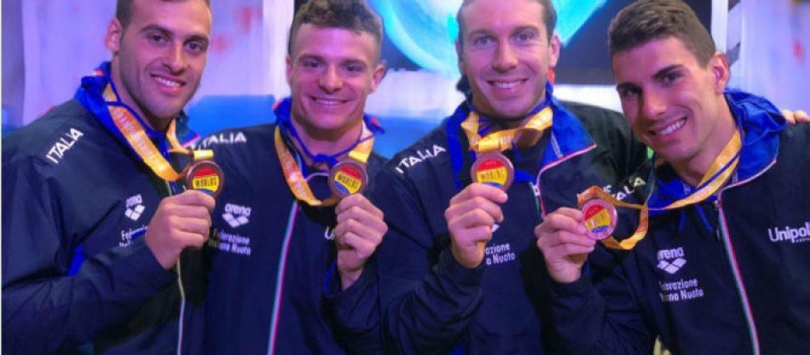 La staffetta torpedo maschile di bronzo